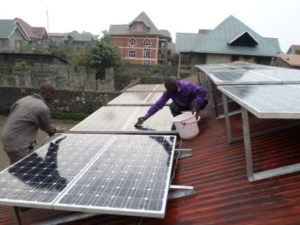 Système solaire autonome du bureau Réseau CREF à Goma (3.040 Wc installés)